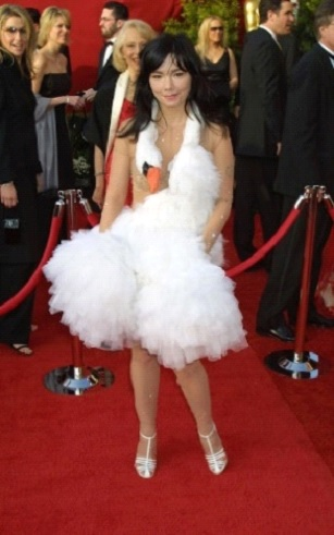2001: Bjork's Swan Gown Baffles Everybody