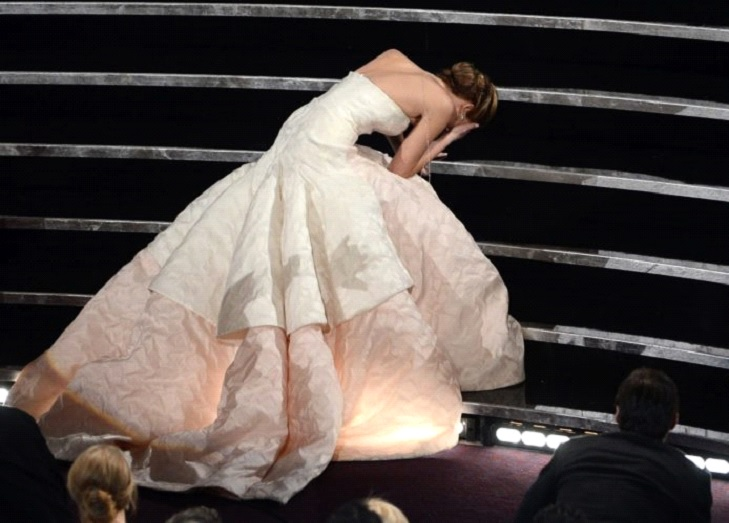 Jennifer Lawrence Falls On Her Way To The Stage